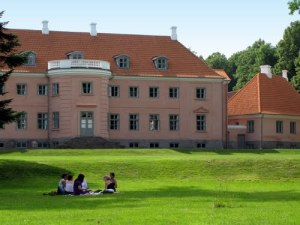 Without tripods, the Dogme 95 adaptation of War of the Worlds told the story of a day-long picnic on the lawn of the Moesgård Museum.
